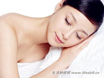 临睡觉前的护肤小步骤