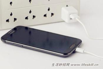 手机整夜充电会损电池吗?