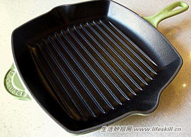 铸铁锅怎样清洗更合适?