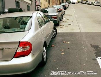 斜坡停车,车轮为何要打歪?