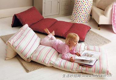 利用多余的枕头套,制作舒服的休息软垫