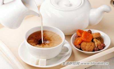 红茶不宜加奶饮用,营养成分会被破坏!