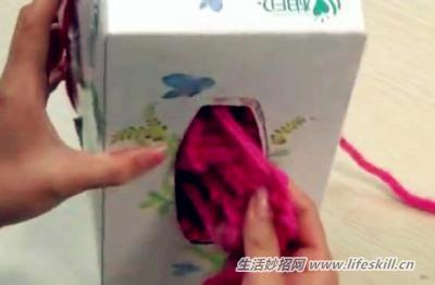巧用废纸盒织出漂亮的围巾