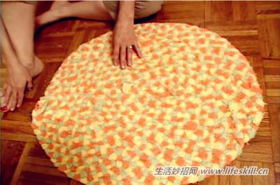旧浴巾莫扔掉,教你做个美观又实用的地垫!