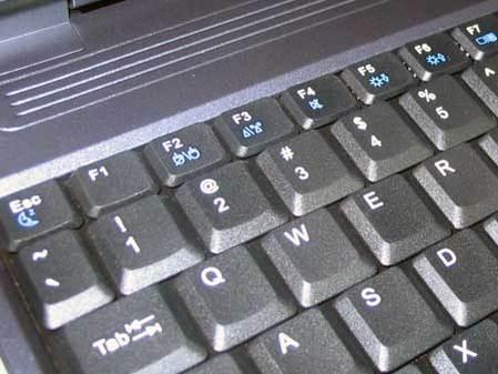 接线的位置,一般来说现在的笔记本电脑键盘都不会